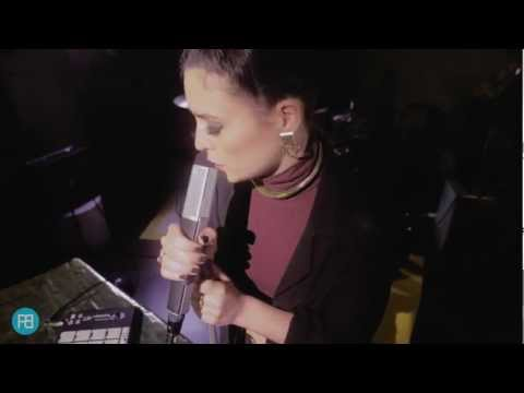 Jessie Ware - 'Devotion' (Rehearsal Rooms session)