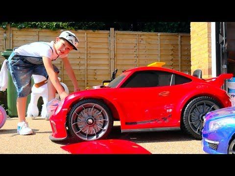 Макс ЧиНИт свои СЛОМАНЫЕ машинки или All kids toy cars are broken and Max try to fix them (видео)