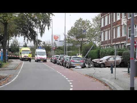 Dronken bestuurder ramt lantaarnpaal Rotterdam