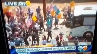 Murrieta (CA) United States  city photos : BREAKING - American Patriots Stop Obama's Illegal Alien Express in Murrieta, CA