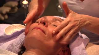 Démonstration massage facial KOBIDO