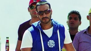 Ajay Devgn's mother Ratna Pathak is harassed by a group of thugs. Ajay Devgn reaches to her rescue & bashes up the thugs. Film – Golmaal 3 Music – Pritam & S...