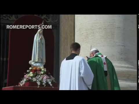 Pope Francis entrusts world to our Lady of Fatima