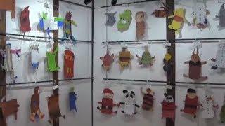 羽黒小児童作品展はじまる。6年書き初め、3年立体絵画