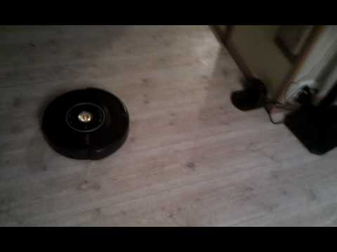 iRobot Roomba 581 docks to it's homestation