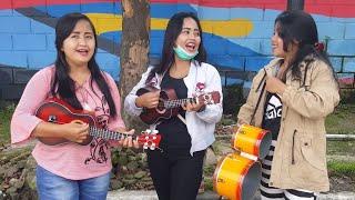 Video Tiga Gadis Cantik Pengamen Bus Mahir Bermain Okulele dan Kendang Beraksi Kembali MP3, 3GP, MP4, WEBM, AVI, FLV Juni 2018