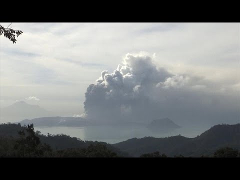 Χιλιάδες εκτοπισμένοι από έκρηξη ηφαιστείου στις νότιες Φιλιππίνες…