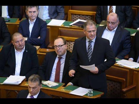 Kósa Lajos hétfőn a Parlamentben.
