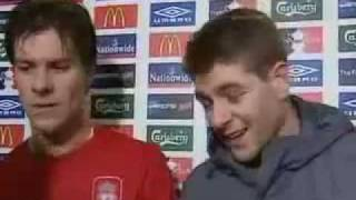 Steven Gerrard rutscht bei einem Interview aus