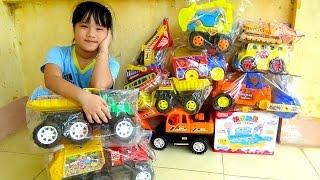 Ô tô đồ chơi - Bé lắp ghép đường ray cho tàu hỏa