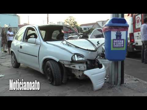 Motorista embriagado com excesso de passageiros bate em poste e oito ficam feridos