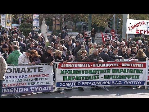 Σε απεργιακό «κλοιό» η Ελλάδα