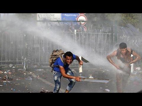 Πεδίο μάχης η μεθόριος Ουγγαρίας – Σερβίας.Αστυνομικοί εναντίον μεταναστών