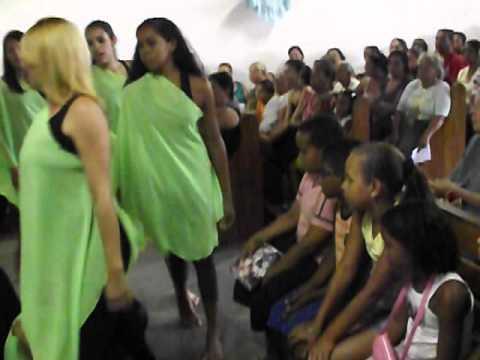 Apresentação do Grupo de Animação da igreja São José de Nova Ibiá, no dia da Festa de seu Padroeiro.