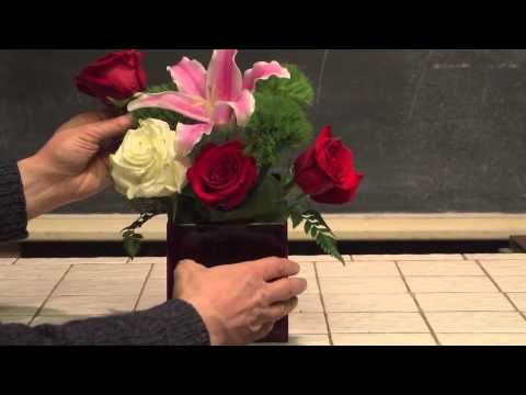 How To Make An Easy Valentine's Day Flower Arrangement