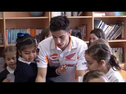 Vídeos de 'Inocentada: Márquez y Pedrosa se hacen pasar por profesores (VIDEO)'