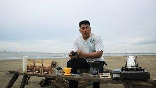Pantai yang terletak di Kabupaten Kutai Kartanegara ini awalnya memang pantai private, tapi beberapa bulan belakangan dibuka untuk umum. Ignatius Boy Kurniawan, Master Barista mengajak kita menyesap nikmatnya kopi malabar.