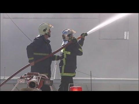 Πυρκαγιά σε κτίριο βιοτεχνίας υφασμάτων