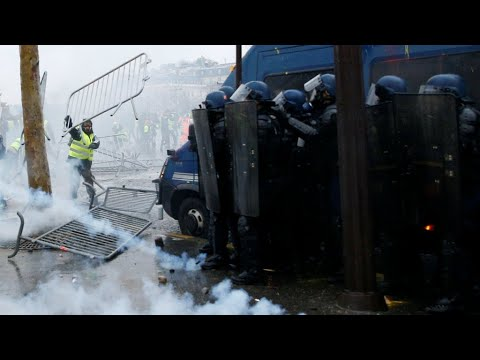Fears of new 'Yellow Vest' unrest despite Macron reversal on fuel-tax hike