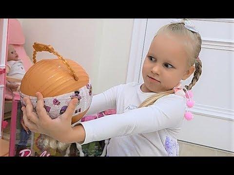 Алиса открывает Шарики с сюрпризами ЛКЬЮЛ и ЛОЛ ! (видео)