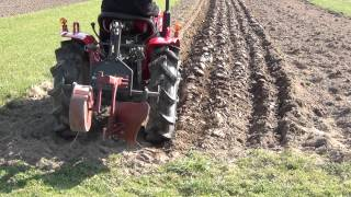 Video 17PS - Dreizylinder Traktor Yanmar YM1510D beim Pflügen (HD) MP3, 3GP, MP4, WEBM, AVI, FLV Februari 2019