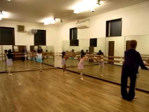 J'sダンススタジオ キッズB・クラシックバレエ・レッスン(1)