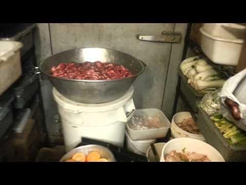 entrano in una cucina di un ristorante cinese! guardate cosa trovano!