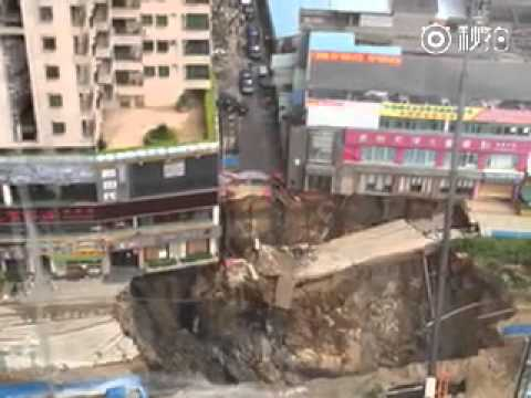 Метростанция в Китай рухна под земята