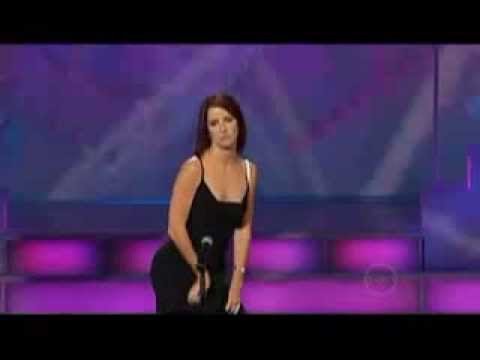 Si presenta al got talent show inizia la sua esibizione e il pubblico va in delirio, ecco perchè.