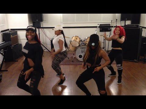 CHRISLER KARIS в TounГ lokГto в dance video by MISHAAPAOLANICOLESISIA HD