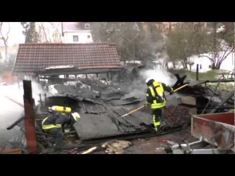 Sachsenberg: Carport und Gartenhaus brennen