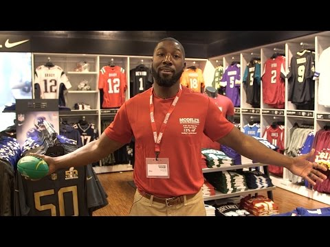 Greg Jennings Poses Undercover As a Sporting Goods Employee