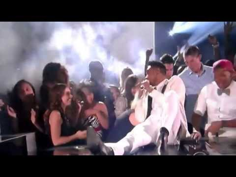 Miguel Fly Kicks Fan at Billboard Music Awards… OUCH!