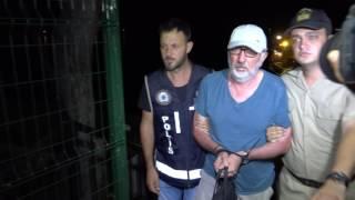 """Muğla'nın Fethiye ilçesinde FETÖ/PDY terör örgütü üyesi oldukları gerekçesiyle aranan 9 zanlı, Yunanistan'ın Rodos Adası'na kaçmaya çalışırken teknede yakalandı. Fethiye'de bir istihbaratı değerlendiren Sahil Güvenlik ekipleri, Fethiye ilçesi Göcek Mahallesi tersane adası açıklarında """"Bertuğ Bey 3""""isimli günü birlik gezi teknesine operasyon düzenledi. Operasyonda yasa dışı yollarla Yunanistan'ın Rodos Adası'na kaçmaya çalıştıkları tespit edilen 2'si kadın 10 kişi yakalandı. Gözaltına alınan S.K, S.T, F.S, M.N.T, N.K, İ.T, eski komiser H.K, eski komiser yardımcısı İ.S ve H.K ile tekne kaptanı olduğu belirlenen C.K., Fethiye Sahil Güvenlik Komutanlığı'na getirildi. Teknede bulunan 2 çocuk da yakınlarına teslim edilmek üzere Fethiye İlçe Emniyet Müdürlüğü Kaçakçılık ve Organize Suçlarla Mücadele Grup Amirliğine götürüldü.Yakalananlardan 5'inin İzmir, Van, Kocaeli illerinde haklarında yakalama kararı bulunduğu, aralarında komiser, komiser yardımcısı ve öğretmenlerin yer aldığı zanlıların mesleklerinden ihraç edilen FETÖ/PDY üyeleri olduğu belirlendi.Sahil Güvenlik Komutanlığı'ndan Fethiye İlçe Emniyet Müdürlüğü Kaçakçılık ve Organize Suçlarla Mücadele Grup Amirliği ekiplerine teslim edilen zanlıların emniyetteki ifade işlemlerinin ardından adliyeye sevk edileceği öğrenildi."""