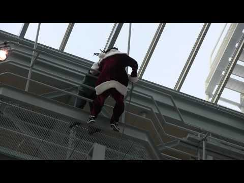 Probably the best mall Santa entrance ever