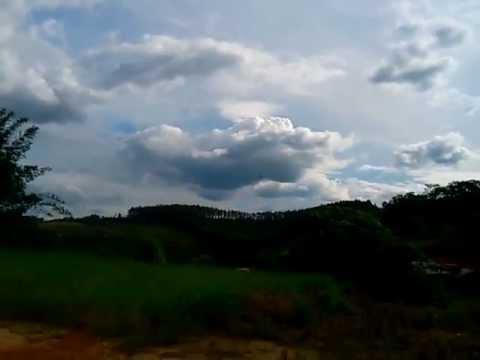 Cessna Skyartec Voando baixo. Piloto
