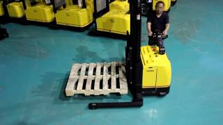 Liftstar Straddle leg stacker with EPS with Moon Walk