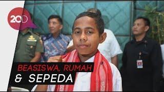 Video Hadiah Jokowi ke Bocah Si Pemanjat Tiang Bendera MP3, 3GP, MP4, WEBM, AVI, FLV Maret 2019
