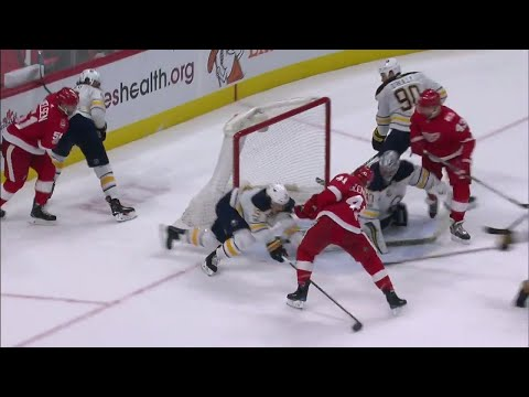 Video: Red Wings' Glendening buries his own rebound on the Sabres