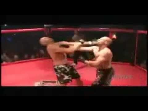 Increíble: Momento exacto en que dos luchadores se noquean al mismo tiempo