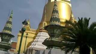 バンコク市内観光ワットプラケオ