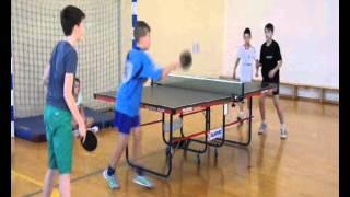 Półfinał powiatowy w drużynowym tenisie stołowym.