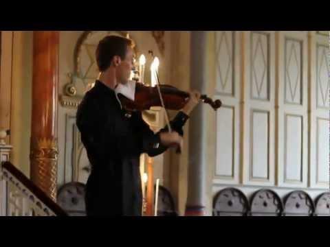 當演奏會傳來令人討厭的手機鈴聲,名小提琴演奏家教你如何化解尷尬!