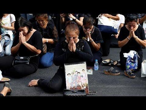 Βυθισμένη στο πένθος παραμένει η Ταϊλάνδη