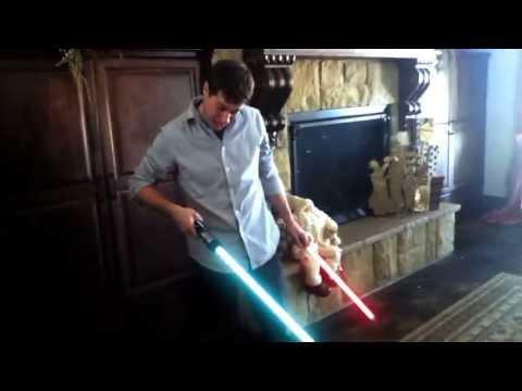 Ne laissez pas un sabre laser dans les mains de bébé !