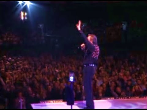 Video Neil Diamond -  Sweet Caroline Live in Australia 2005 download in MP3, 3GP, MP4, WEBM, AVI, FLV January 2017