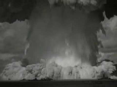 Bomba nuclear bajo el agua en islas Bikini