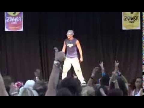 lezione live zumba latin dance di beto perez (fondatore della zumba)