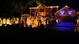 Video Halloween 2014 Light Show. Queen, Bohemian Rhapsody. Thomas Halloween House, Naperville IL MP3, 3GP, MP4, WEBM, AVI, FLV Oktober 2018