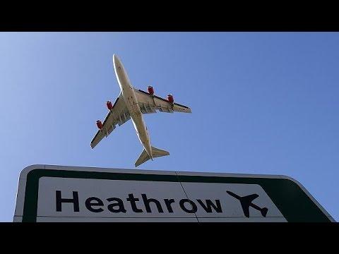 Βρετανία: Ακτιβιστές εισέβαλαν και αλυσοδέθηκαν στο αεροδρόμιο του Χίθροου
